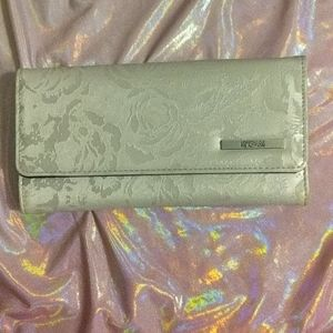 Pretty Kenneth Cole Reaction wallet in Pearl Grey
